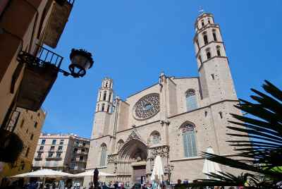 Residential building for sale in the center of Barcelona in an exclusive tourist area
